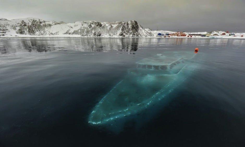 21. Elsüllyedt yacht az Antarktikánál