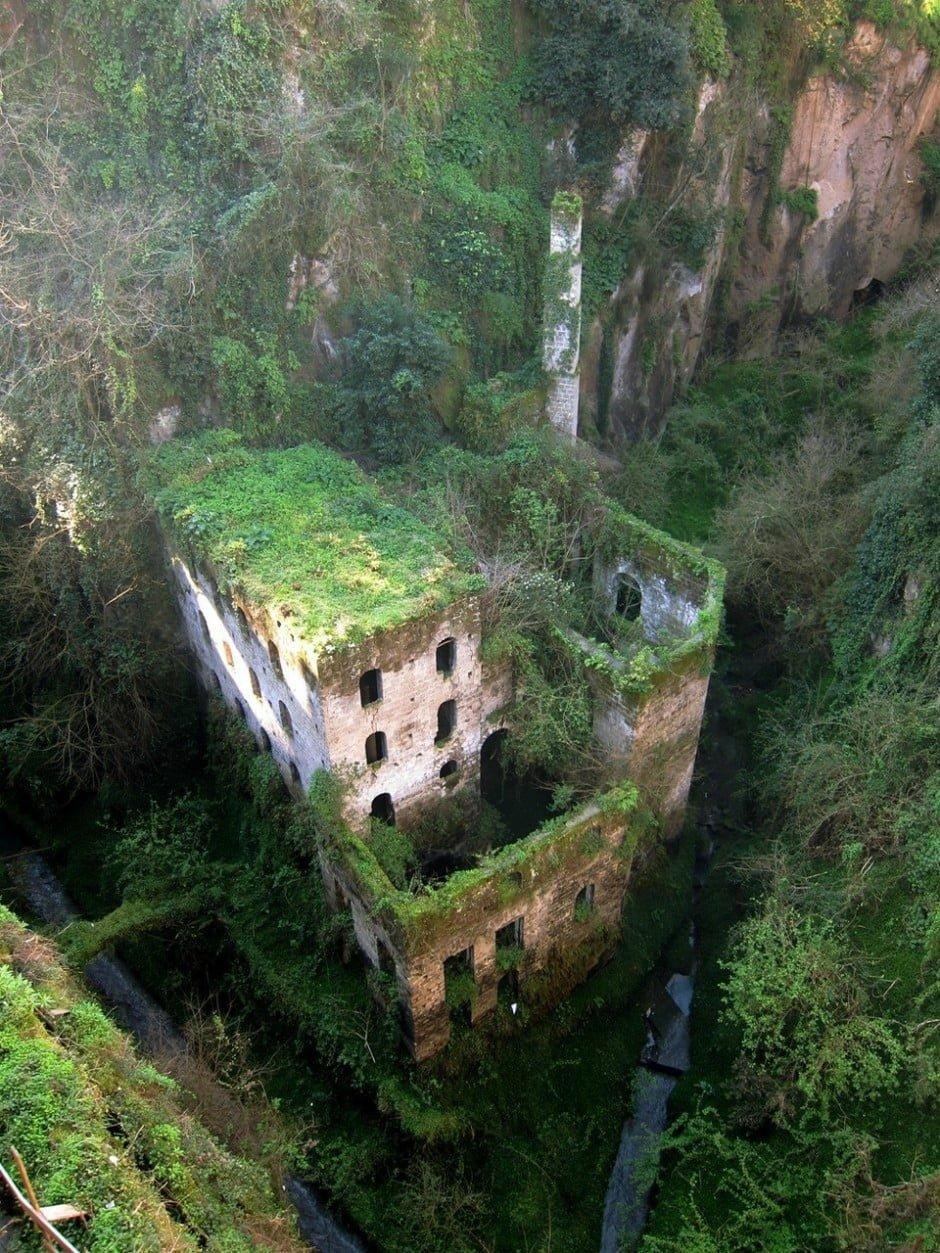 9. Egy elhagyatott malom, 1866-ból, Sorrento, Olaszország