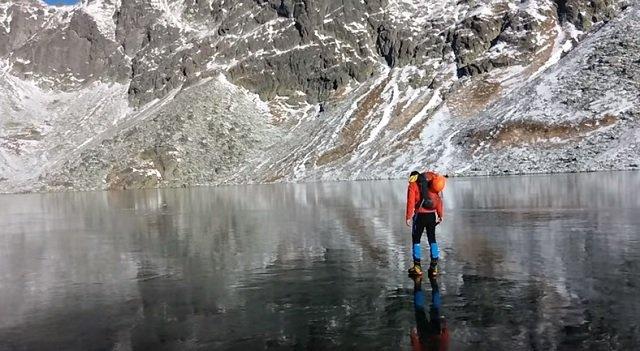 Nem fogsz hinni a szemednek, ha megnézed a videót! Átlátsztó jégtükör a Tátra-hegységben!