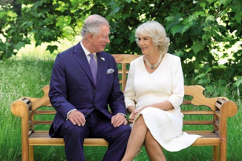 Ez a férfi azt állítja, hogy Károly herceg és Camilla szerelemgyereke, Diana hercegnő pedig tudott róla