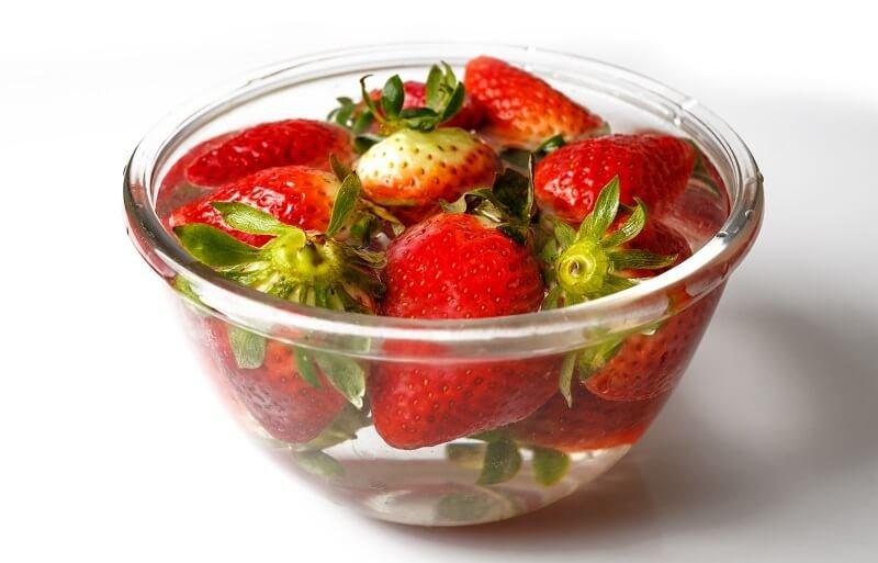 Ezért ajánlott az epret fogyasztás előtt ecetes vízben megmosni