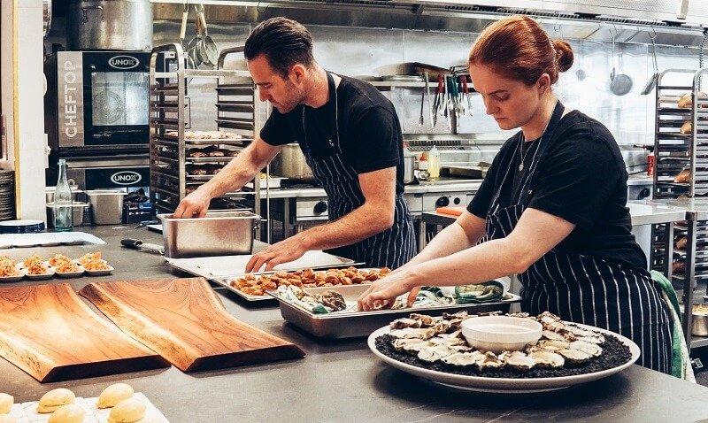 1 milliós fizetést is kérhet a Balatonnál egy szakács