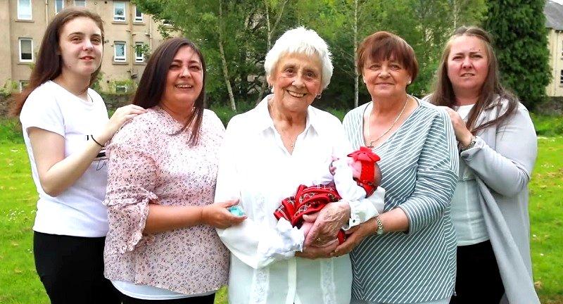 """90 unokája van a 86 éves néninek: """"Szerencsés vagyok, nagyon jó, hogy ilyen nagy családom van"""""""