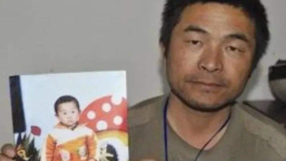 Gyerekként emberkereskedők rabolták el: 24 év után ismét találkozhatott szüleivel