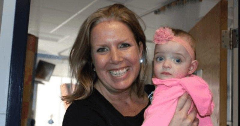 """Egy nővér örökbe fogadta a kislányt, akinek 5 hónapig egyetlen látogatója sem volt a kórházban: """"Én leszek az édesanyja"""""""