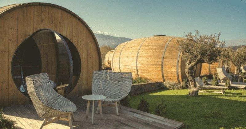 Óriási boroshordóban nyaralhatnak az érdeklődök egy több száz éves portugál szőlősben