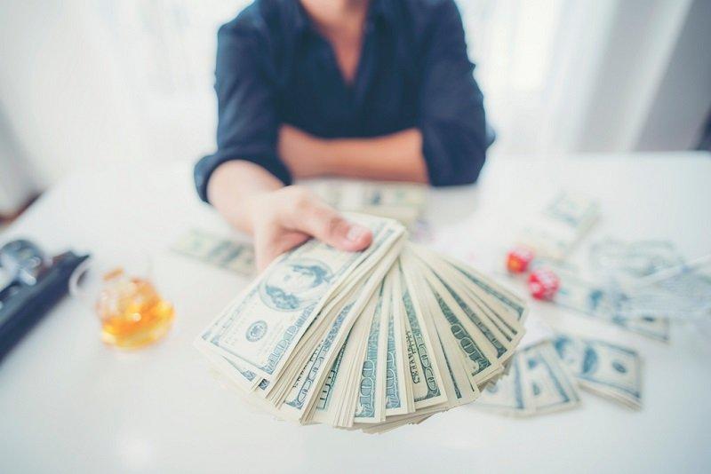 Tudtad, hogy a legtöbb lottómilliomos néhány éven belül elveszíti a pénzét és személyi kölcsönre szorul?
