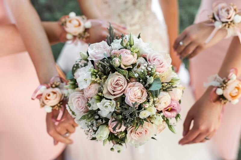 Egy menyasszony 1000 dollárt ajánlott fel egy idegennek, hogy az anyósa ne rontsa el az esküvőjét!