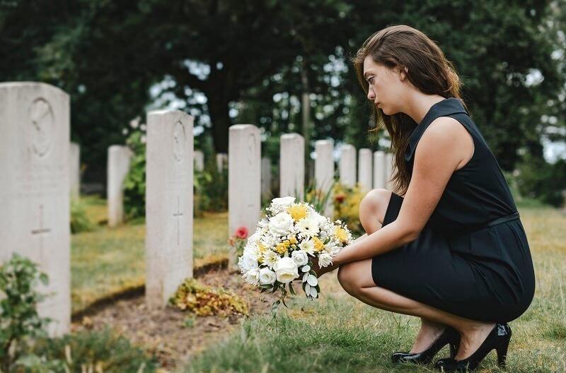 """Kiakadt a nő férje családjának bizarr gyászolásától: """"Nem akarom folytatni ezt a hagyományt"""""""