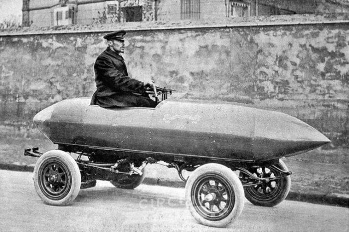 Egy elektromos autó volt az első szárazföldi jármű, amely meghaladta a 100 km/h sebességet