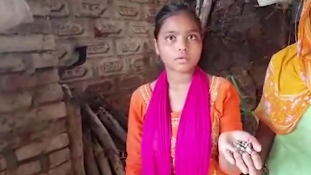 Két hónapja köveket sír az indiai lány, az orvosok értetlenül állnak az eset előtt